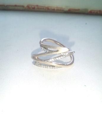 Продам женское золотое кольцо