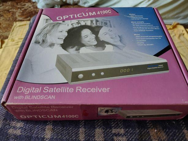 Продам спутниковый ресивер Opticum 4100C