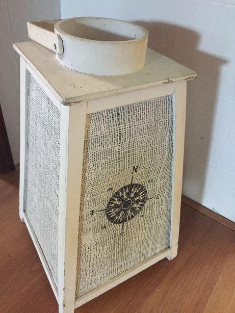 Lanterna decorativa de madeira