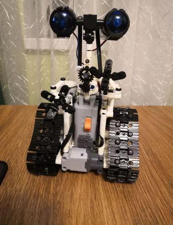 Robot z klocków zdalnie sterowany