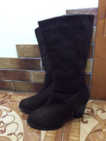Зимові замшеві чобітки на каблуку