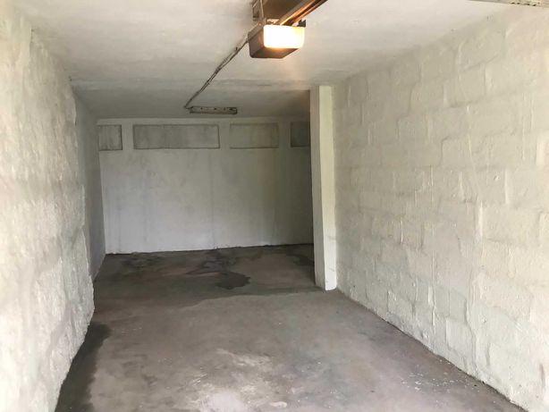 Garagem fechada  P/2 Carros ou armazém  no centro de Guimarães