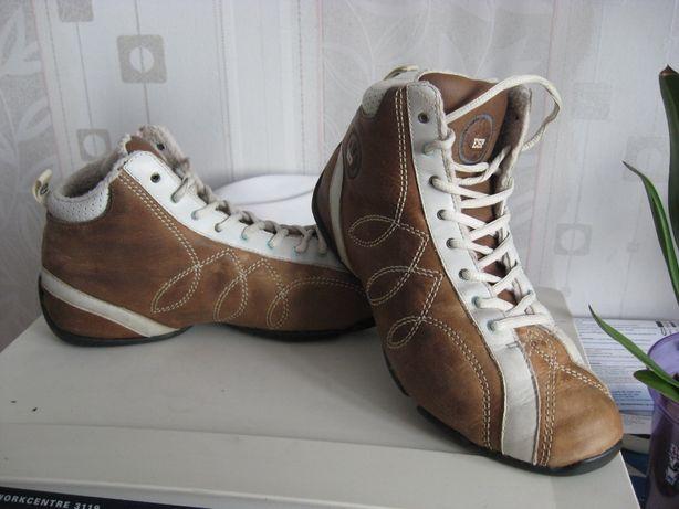 Кроссовки кожаные теплые Esрrit,нарядные и удобные, на р40