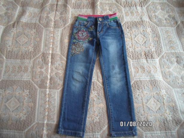Продаю очень красивые джинсы 5-6 лет, состояние новых