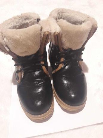 Ботинки зимние для девочки .Очень теплые,в хорошем состоянии