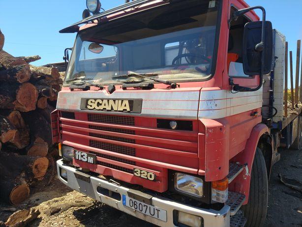 Scania 320 com grua florestal
