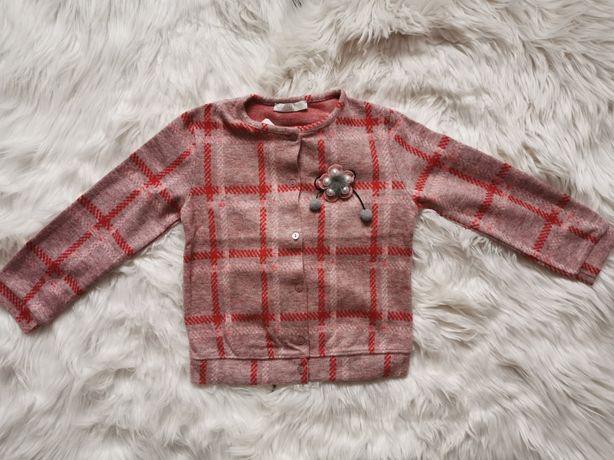 Nowy dziewczęcy sweterek