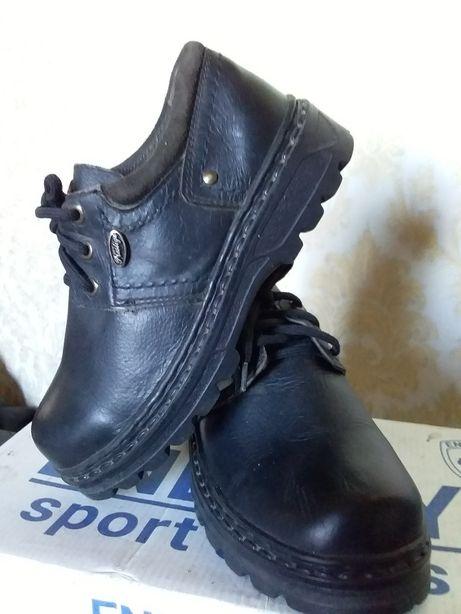 Подростковая обувь.