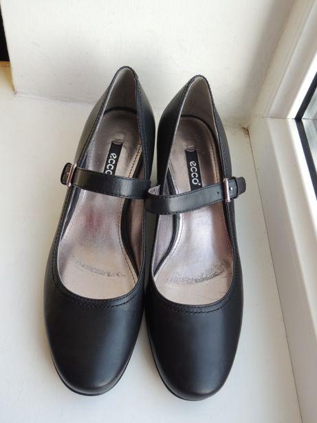 фирменные стильные кожаные туфли ECCO р.37 (24 см)