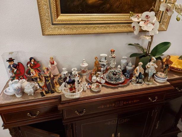 Porcelanas, Bonecas, Pratos, Jarras etc...