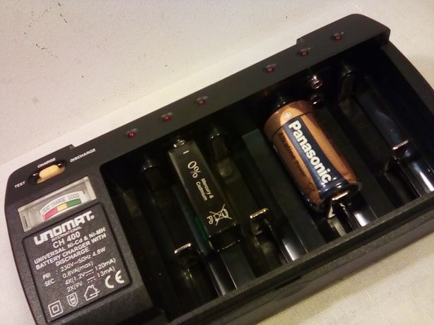 Carregador de baterias Unomat internacional Ch 400