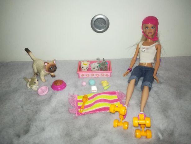 lalka Barbie na wrotkach+ kotki