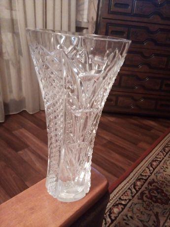 Продам хрустальную вазу времен СССР. Высота 24 см.