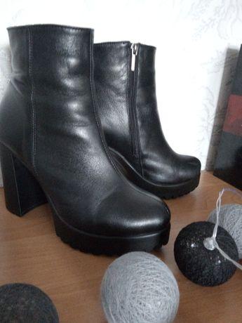 Акция кожаные ботинки в пол цены