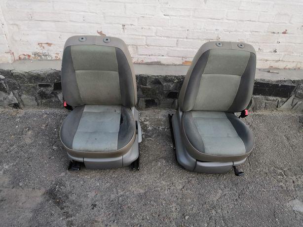 Продам комплект сидіннь на vw caddy