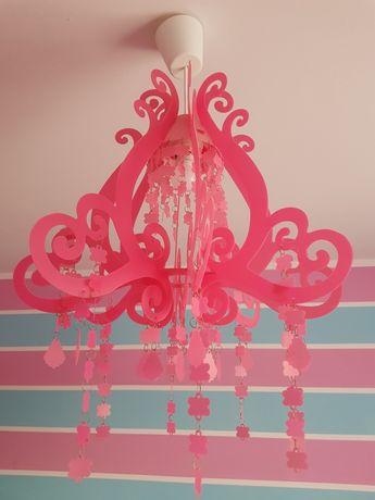 Różowa lampa żyrandol
