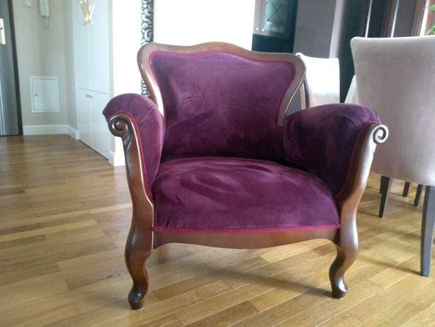 Fotel stylowy, nóżki z drewna