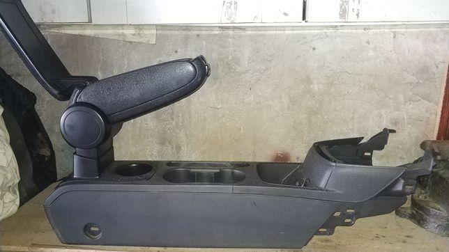 Ford fiesta центральная консоль без подлокотника