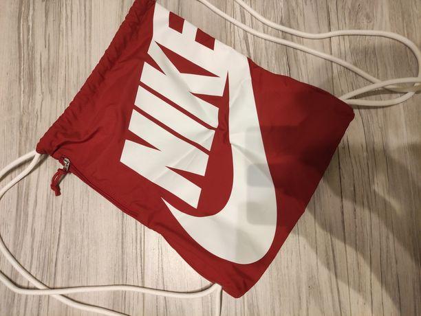 Nowy worek Nike czerwony