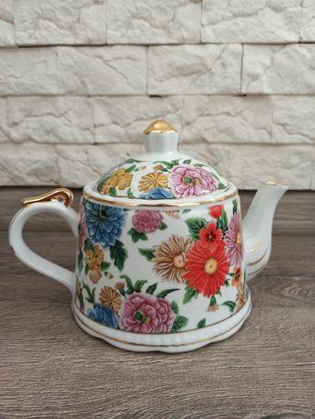 Фарфоровый чайник