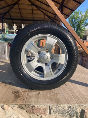 Диски колёсные с резиной нива 215/65R16 5 штук