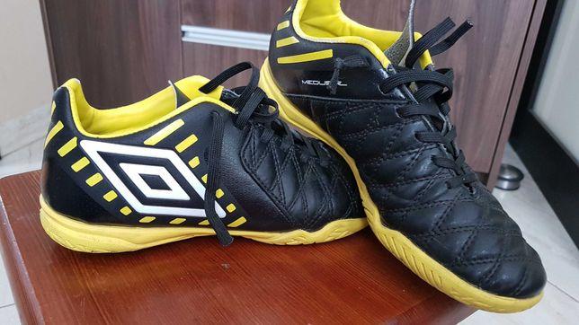 Buty Sportowe Umbro 36,5 chłopięce halówki