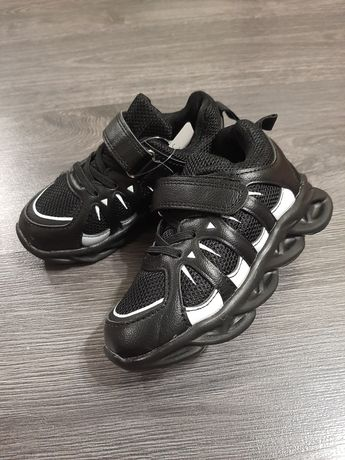 Продаю кроссовки для мальчика