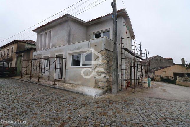Moradia em fase de construção na zona de Barcouço!