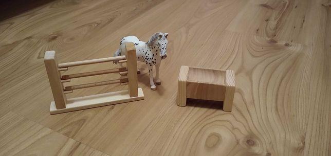 Przeszkoda lub żłub drewniany dla koni schleich
