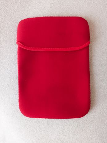 Czerwone etui pokrowiec na tableta 19 x 27 cm