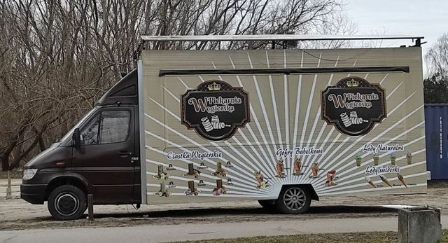Przyczepa gastronomiczna food truck frytki ciastka lody