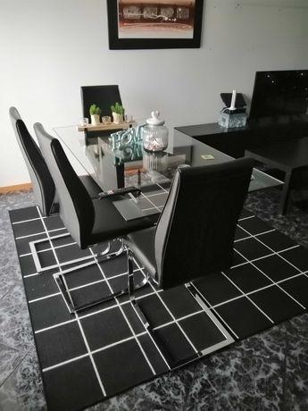 Vendo mesa e 4 cadeiras