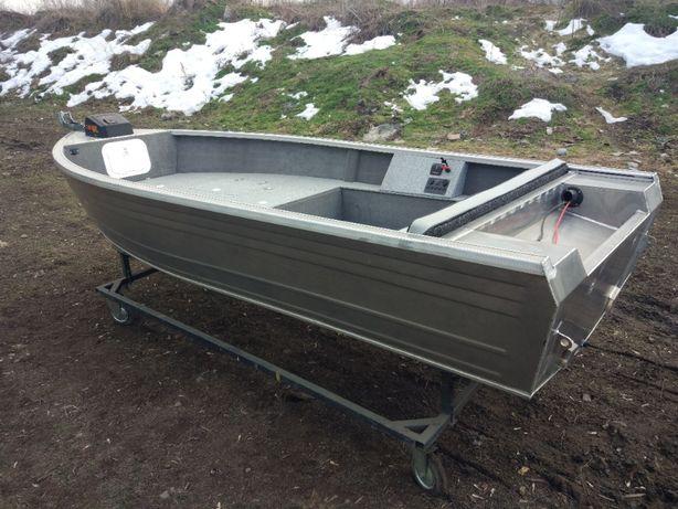 Лодка Furseal 425