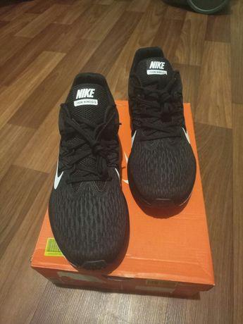 Продам оригинальные кросовки Nike ZOOM WINFLO 5