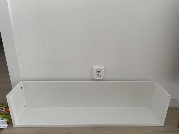Biała półka ścienna