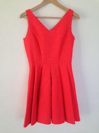 Czerwona sukienka rozkloszowana z zamkiem z tylu rozmiar S