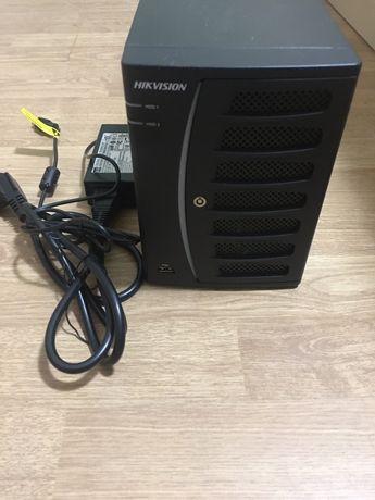 Сетевой видеорегистратор 8-канальный Hikvision DS-7608NI-V