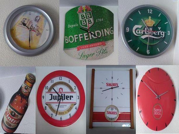 Lote de relógios de parede marcas de cerveja