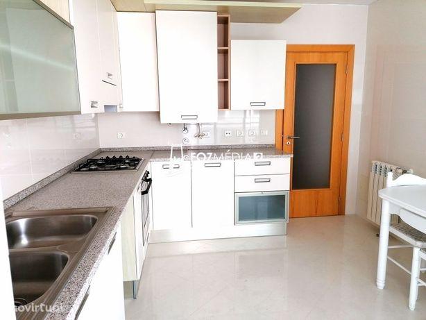 Apartamento T2 Duplex c/três W.C no Bairro Novo, perto Casino/praia