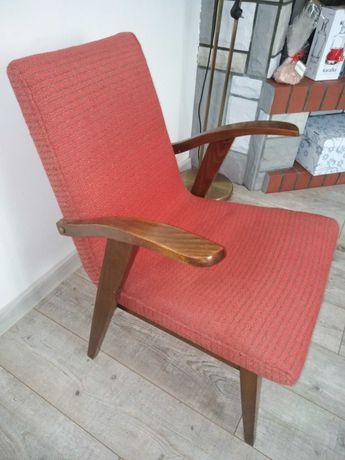 Fotele z PRL wzoru M. Puchały typ 300-123