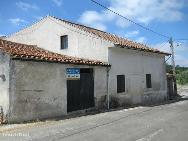Moradia M2 com 500 m2 de terreno, São Lourenço do Bairro, Anadia