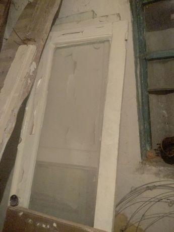 Двери,бывшие в  употреблении