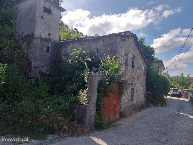 Moradia em Ruinas com terreno para construção com 534m2 +250m2 cultivo