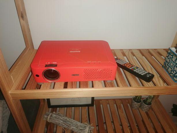 Projektor sanyo plc xe31