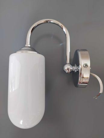 Lustro łazienkowe z półką i kinkietami