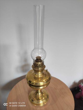 Stara mosiężna lampa naftowa