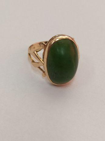 Złoty pierścionek z zielonym kamieniem 6g 583