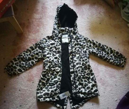 Продам детскую куртку деми на 6 лет