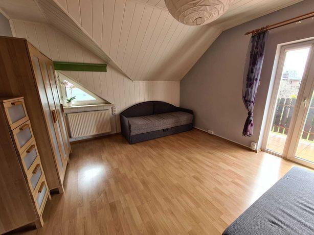Wynajem dużego pokoju w domu w spokojnej okolicy