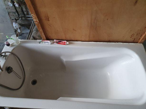 Ванна акриловая на ножках 160×70